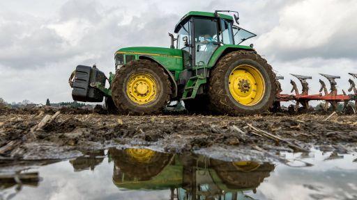 Traktor John Deere Pfütze